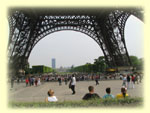 Foot_of_eiffel_tower